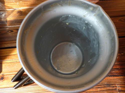 アルポットで雑炊を作ったあとのアルミ容器