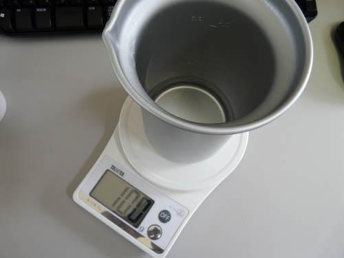 アルポット容器に水を100g