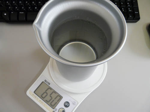 アルポット容器に水を650g