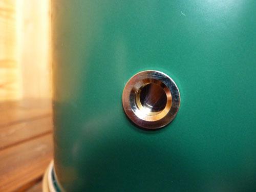アルポット本体側面の覗き穴で燃焼状態を確認