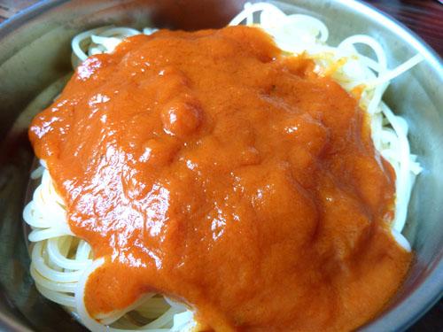 アルポットの外フタに盛りつけたスパゲティ