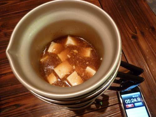 アルポットに豆腐が入って温度が下がり沈静化